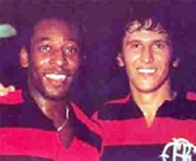 Zico e Pelé, contra o Atlético Mineiro.